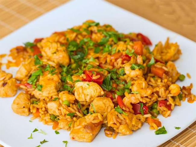 Paëlla espagnole au poulet et crevettes