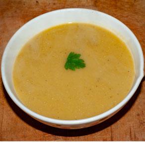 Service soupe de lentilles corail