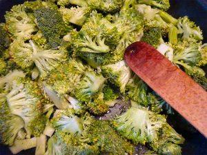 Cuire les brocolis à la poêle