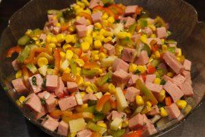 Salade de cervelas, de fromage et de concombre