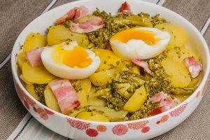 Salade de pommes de terre aux œufs et au cresson