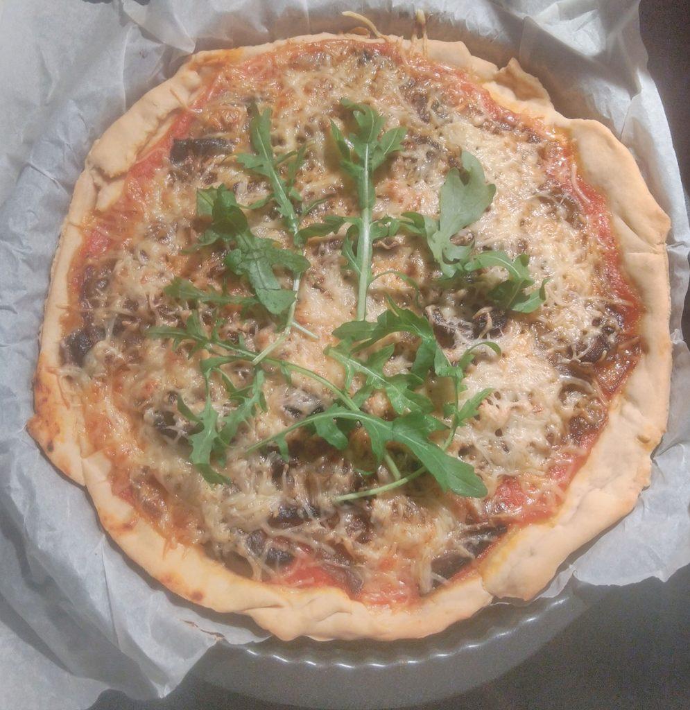 Pizza aux oignons et champignon