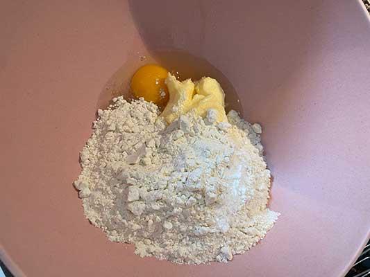 Ajoutez la levure chimique + sel