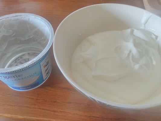 Versez le reste du yaourts nature