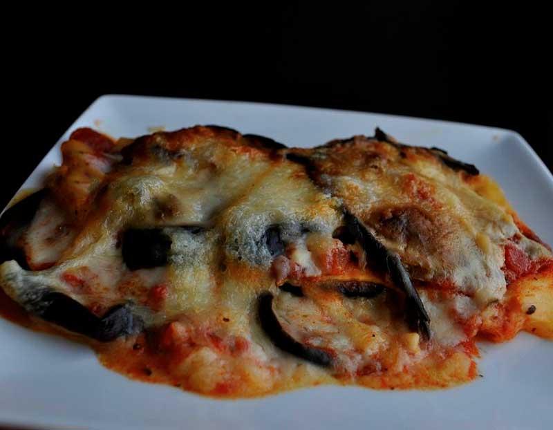 Gratin d'aubergines à la mozzarella et sauce tomate