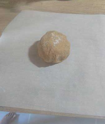 Mettre un papier sulfurisé sous la pâte