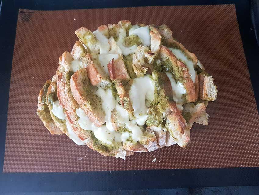 Pain hérisson au pesto et mozzarella