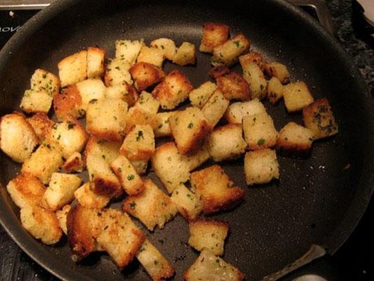 croûtons de pain croustillants