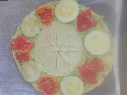 Disposez les rondelles de tomates courgettes